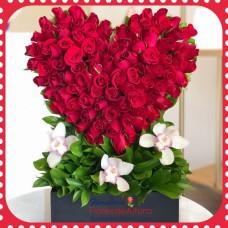 AR45 100 Heart Roses
