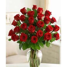 FR0070 Roses in Vase